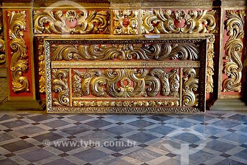 Detalhe de entalhe em madeira folheado à ouro no interior da Igreja de Nossa Senhora do Monte Serrat (1671) no Mosteiro de São Bento  - Rio de Janeiro - Rio de Janeiro (RJ) - Brasil