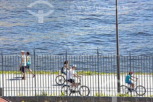 Pedestres e ciclistas na Orla Prefeito Luiz Paulo Conde  - Rio de Janeiro - Rio de Janeiro (RJ) - Brasil