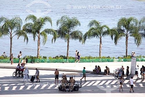 Pessoas sob a sombra da Museu do Amanhã  - Rio de Janeiro - Rio de Janeiro (RJ) - Brasil