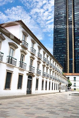 Fachada do Paço Imperial (1743) na Praça XV de Novembro com o Edifício Centro Candido Mendes ao fundo  - Rio de Janeiro - Rio de Janeiro (RJ) - Brasil