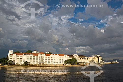 Vista do Edifício Almirante Gastão Motta na Ilha das Cobras a partir da Orla Prefeito Luiz Paulo Conde  - Rio de Janeiro - Rio de Janeiro (RJ) - Brasil
