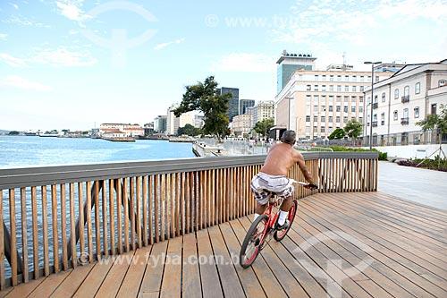 Ciclista na Orla Prefeito Luiz Paulo Conde  - Rio de Janeiro - Rio de Janeiro (RJ) - Brasil