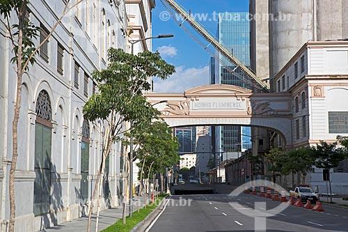 Saída do Túnel Rio 450 para a Via Binário do Porto com o Moinho Fluminense (1887)  - Rio de Janeiro - Rio de Janeiro (RJ) - Brasil