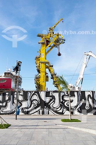 Grafite e detalhe de guindastes do Porto do Rio de Janeiro  - Rio de Janeiro - Rio de Janeiro (RJ) - Brasil