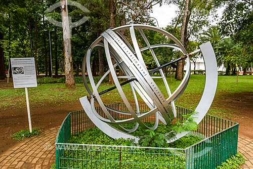 Esfera Armilar - um antigo modelo reduzido do cosmos usado como instrumento de navegação - próximo ao Planetário Professor Aristóteles Orsini  - São Paulo - São Paulo (SP) - Brasil