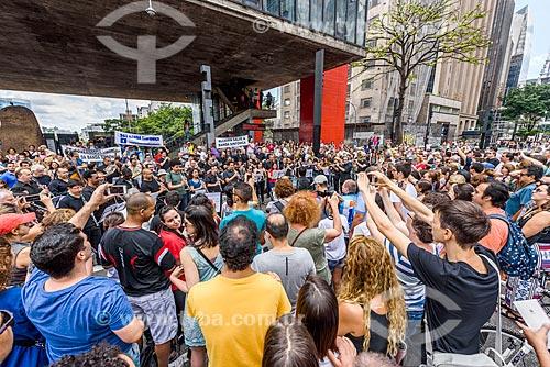 Banda sinfônica tocando em protesto no pátio sob o Museu de Arte de São Paulo (MASP)  - São Paulo - São Paulo (SP) - Brasil