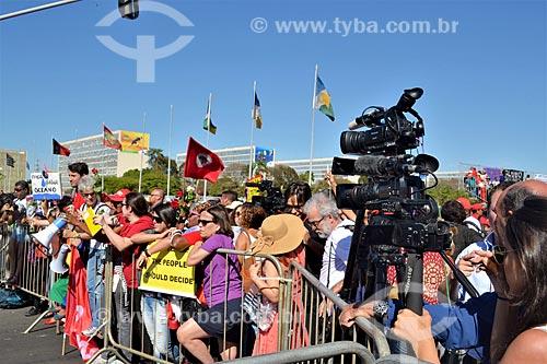 Manifestação durante a sessão de julgamento do impeachment da Presidente Dilma Rousseff no Senado Federal  - Brasília - Distrito Federal (DF) - Brasil