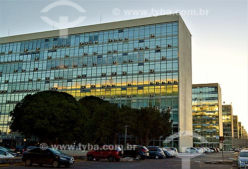 Vista da Esplanada dos Ministérios durante o pôr do sol  - Brasília - Distrito Federal (DF) - Brasil