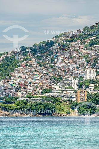 Vista da Favela do Vidigal a partir da Praia de Ipanema  - Rio de Janeiro - Rio de Janeiro (RJ) - Brasil