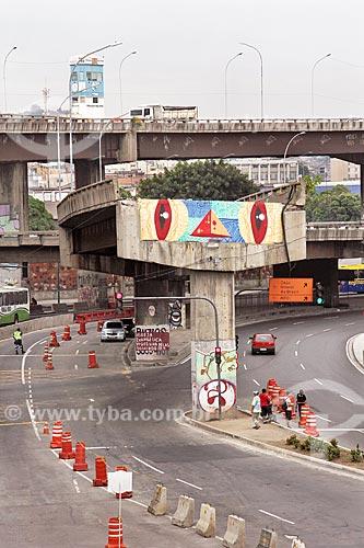 Pilastra e parte de pista remanescentes do Elevado da Perimetral  - Rio de Janeiro - Rio de Janeiro (RJ) - Brasil