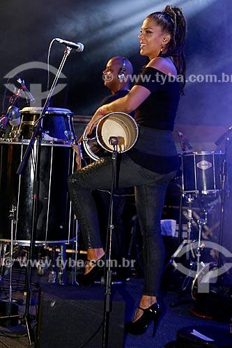 Show do cantor Leandro Sapucahy no Terreirão do Samba durante o carnaval - Layse Sapucahy irmã e percussionista do cantor  - Rio de Janeiro - Rio de Janeiro (RJ) - Brasil