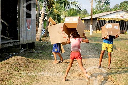 Crianças brincando - Brincadeira de Boi de Caixa  - Porto Velho - Rondônia (RO) - Brasil