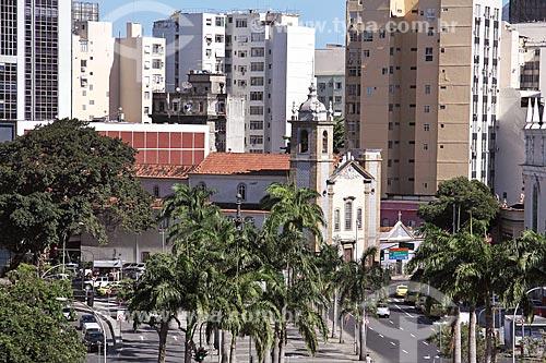Vista geral do Largo da Lapa com a Igreja Nossa Senhora do Carmo da Lapa do Desterro (1775) ao fundo  - Rio de Janeiro - Rio de Janeiro (RJ) - Brasil