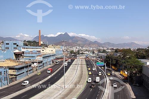 Trecho da Avenida Brasil com a antiga sede da União Fabril Exportadora (UFE) à esquerda  - Rio de Janeiro - Rio de Janeiro (RJ) - Brasil