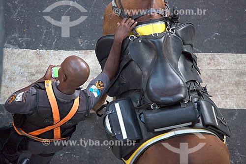 Vista de cima de policial da cavalaria da Polícia Militar  - Rio de Janeiro - Rio de Janeiro (RJ) - Brasil