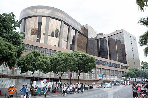 Fachada da sede do Tribunal de Justiça do Rio de Janeiro durante o desfile do bloco de carnaval de rua Cordão do Bola Preta  - Rio de Janeiro - Rio de Janeiro (RJ) - Brasil