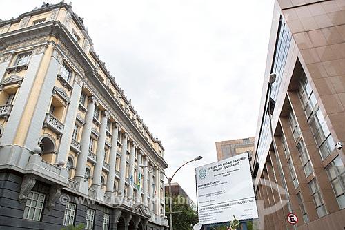 Fachada lateral do Museu da Justiça (1988) - à esquerda - com fachada lateral do prédio anexo do Tribunal de Justiça do Rio de Janeiro  - Rio de Janeiro - Rio de Janeiro (RJ) - Brasil