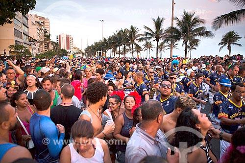 Foliões durante o desfile do bloco de carnaval de rua Banda de Ipanema na Avenida Vieira Souto  - Rio de Janeiro - Rio de Janeiro (RJ) - Brasil