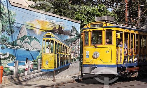 Muro com grafite de cartões postais do Rio de Janeiro e Bonde de Santa Teresa na Rua Almirante Alexandrino  - Rio de Janeiro - Rio de Janeiro (RJ) - Brasil