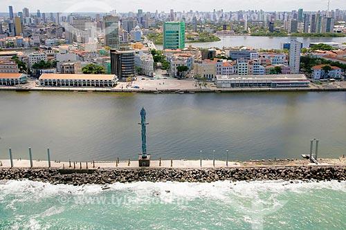 Foto aérea do Estuário do Porto de Recife e do Parque das Esculturas com o Praça do Rio Branco - também conhecido como Marco Zero - ao fundo  - Recife - Pernambuco (PE) - Brasil