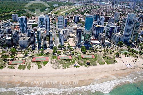 Foto aérea das quadra de tênis na Praia da Boa Viagem  - Recife - Pernambuco (PE) - Brasil