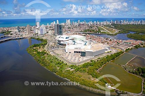Foto aérea do Shopping Rio Mar com o bairro de Boa Viagem ao fundo  - Recife - Pernambuco (PE) - Brasil