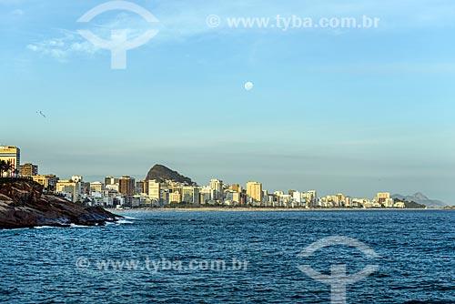 Vista do entardecer na Praia de Ipanema a partir da Praia do Vidigal  - Rio de Janeiro - Rio de Janeiro (RJ) - Brasil