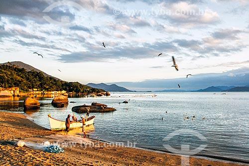 Pescadores na Praia da Tapera  - Florianópolis - Santa Catarina (SC) - Brasil