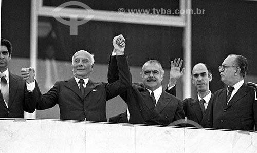 Ulysses Guimarães - à esquerda - e Marco Maciel - à direita - durante a cerimônia de posse de José Sarney  - Brasília - Distrito Federal (DF) - Brasil