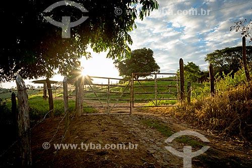 Porteira de fazenda na zona rural da cidade de guarani  - Guarani - Minas Gerais (MG) - Brasil