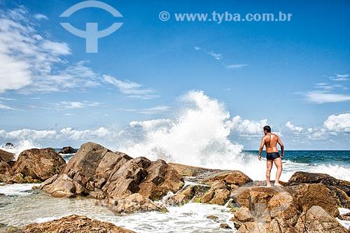 Costão rochoso na Praia da Armação do Pântano do Sul  - Florianópolis - Santa Catarina (SC) - Brasil