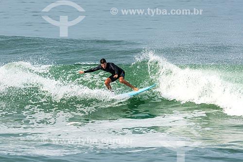 Surfista na Praia da Barra da Tijuca  - Rio de Janeiro - Rio de Janeiro (RJ) - Brasil