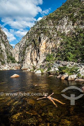 Banhista no Rio Mascate - Cânion das Bandeirinhas no Parque Nacional da Serra do Cipó  - Jaboticatubas - Minas Gerais (MG) - Brasil