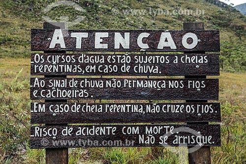 Detalhe de placa informativa no Parque Nacional da Serra do Cipó próximo à Cachoeira das Andorinhas  - Jaboticatubas - Minas Gerais (MG) - Brasil