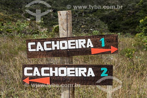 Detalhe de placa em trilha próximo à Cachoeira Serra Morena na Serra do Cipó  - Santana do Riacho - Minas Gerais (MG) - Brasil