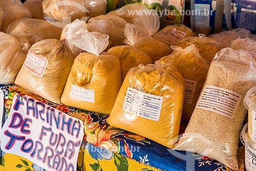 Farinha de mandioca caseira à venda no Mercadinho Tá Caindo Fulô  - Santana do Riacho - Minas Gerais (MG) - Brasil
