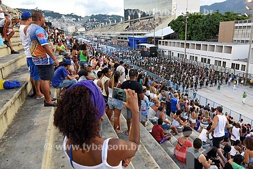 Público na arquibancada do Sambódromo da Marquês de Sapucaí durante o ensaio técnico para o desfile do Grêmio Recreativo Escola de Samba Império Serrano  - Rio de Janeiro - Rio de Janeiro (RJ) - Brasil