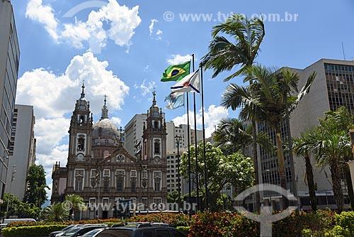 Vista da Igreja de Nossa Senhora da Candelária (1609) a partir da Praça da Candelária  - Rio de Janeiro - Rio de Janeiro (RJ) - Brasil