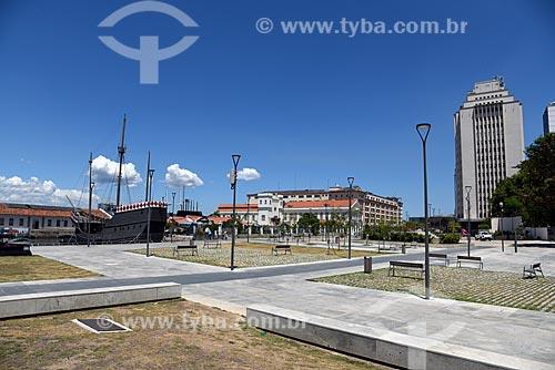 Vista da Praça dos Museus na Orla Prefeito Luiz Paulo Conde (2016) com a Nau dos Descobrimento e o Espaço Cultural da Marinha ao fundo  - Rio de Janeiro - Rio de Janeiro (RJ) - Brasil