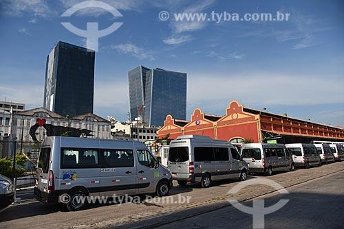 Vans para transporte de turistas no Píer Mauá  - Rio de Janeiro - Rio de Janeiro (RJ) - Brasil