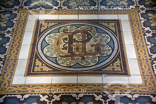 Detalhe de mosaico na entrada do Real Gabinete Português de Leitura (1887)  - Rio de Janeiro - Rio de Janeiro (RJ) - Brasil