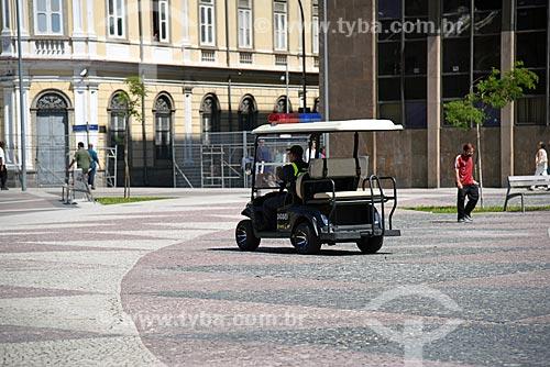 Policiamento com carrinho elétrico na Praça XV de Novembro  - Rio de Janeiro - Rio de Janeiro (RJ) - Brasil