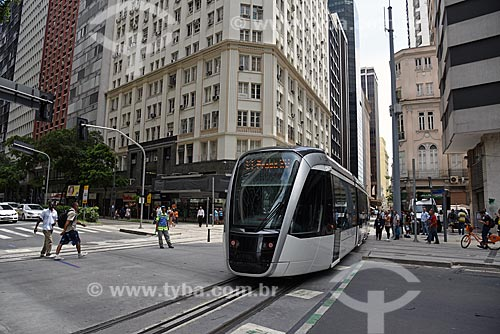 Veículo leve sobre trilhos transitando na esquina da Avenida Rio Branco com a Avenida Sete de Setembro  - Rio de Janeiro - Rio de Janeiro (RJ) - Brasil
