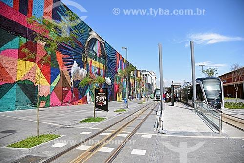 Veículo leve sobre trilhos com o Mural Etnias no Orla Prefeito Luiz Paulo Conde (2016)  - Rio de Janeiro - Rio de Janeiro (RJ) - Brasil