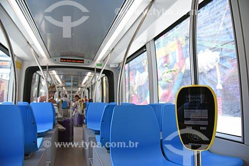 Detalhe de leitora de cartão no interior do veículo leve sobre trilhos  - Rio de Janeiro - Rio de Janeiro (RJ) - Brasil
