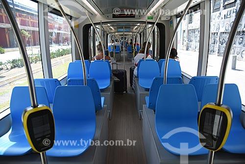 Detalhe de leitoras de cartão no interior do veículo leve sobre trilhos  - Rio de Janeiro - Rio de Janeiro (RJ) - Brasil