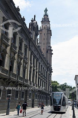 Veículo leve sobre trilhos próximo à Igreja de Nossa Senhora do Carmo (1770) - antiga Catedral do Rio de Janeiro  - Rio de Janeiro - Rio de Janeiro (RJ) - Brasil