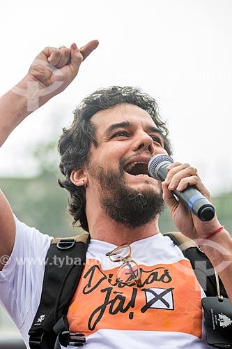 Detalhe de Wagner Moura durante manifestação contra o governo de Michel Temer na orla da Praia de Copacabana  - Rio de Janeiro - Rio de Janeiro (RJ) - Brasil