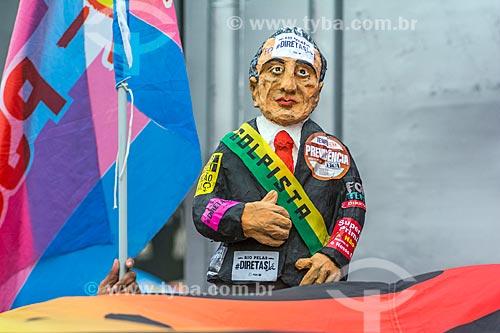 Detalhe de boneco de Michel Temer durante manifestação contra o governo de Michel Temer na orla da Praia de Copacabana  - Rio de Janeiro - Rio de Janeiro (RJ) - Brasil