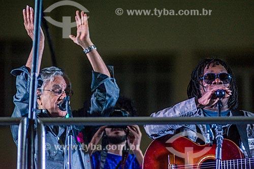 Detalhe de Caetano Veloso e Milton Nascimento durante manifestação contra o governo de Michel Temer na orla da Praia de Copacabana  - Rio de Janeiro - Rio de Janeiro (RJ) - Brasil